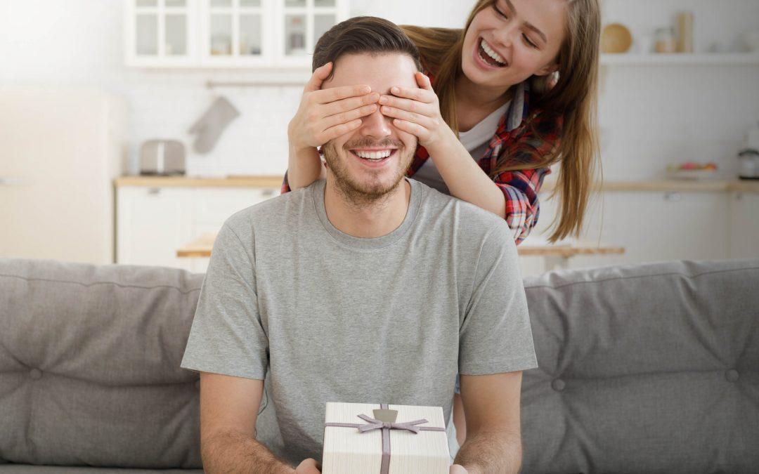 Regalo prematrimoniale da parte della sposa: 5 idee per sorprendere lo sposo
